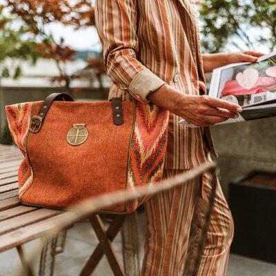 y se acerca el veranito y empieza a apetecer cada vez mas el color #jenesaisquoibolsos #springtime #shoppingbag