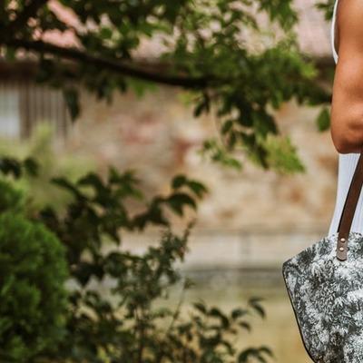 Modelo S A F A R I ya un clásico para nosotros!  foton de @lima__and__co  y supermodelo @leireecheba ❤️❤️  #custombags #jenesaisquoibolsos #bagoftheday